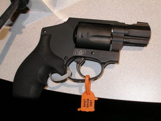 SMITH & WESSON Military & Police snubnose revolver .357 Magnum